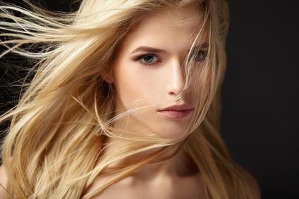 Haar föhnen mit Haartrockner